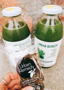 Deep cleaning juices : cucumber, celery, lemon, spinach, dandelion greens, parsley, burdock root. Superfood bar : pea protein, cacao butter, flax, almond flour, coconut sugar, coconut oil, yacon syrup (amazing for gut health!), cashews, cacao powder, water, cacao nibs, vanilla, pumpkin seeds, hemp seeds, greens blend, cinnamon, pink salt.